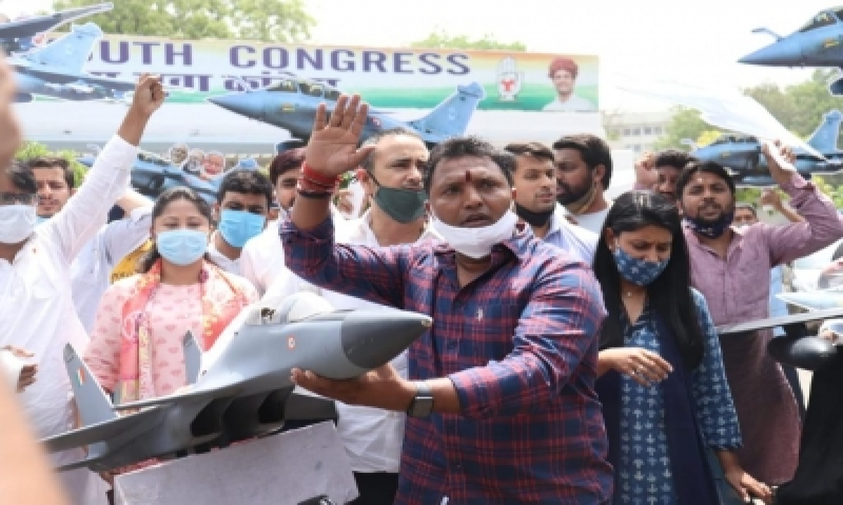 Iyc Protests Against Alleged Corruption In Rafale Deal-TeluguStop.com