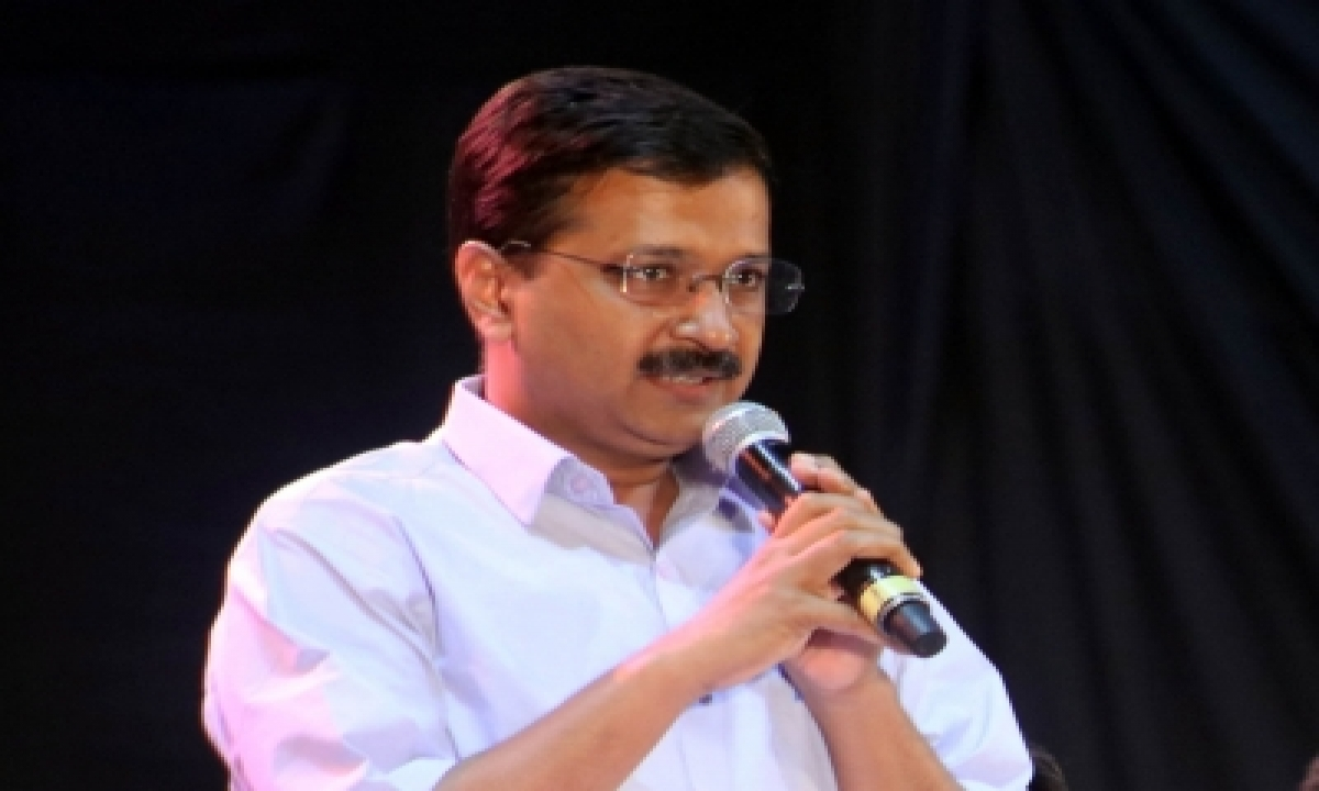 Kejriwal Hands Over Rs 10l To Late Corona Warrior's Wife-TeluguStop.com