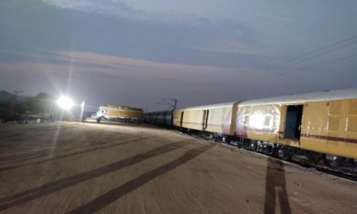 Kisan Rail Transports 1st Load Of Telangana Mangoes To Delhi-TeluguStop.com