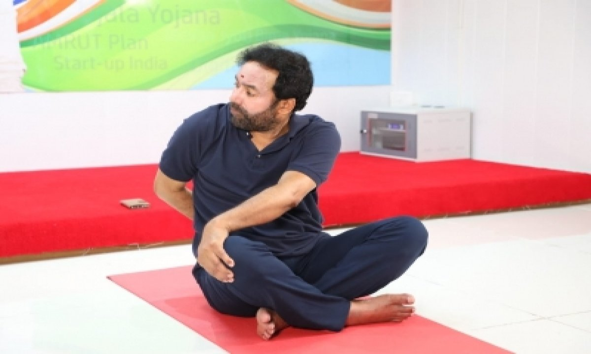 Kishan Reddy Celebrates Yoga Day With Hyderabad-General-English-Telugu Tollywood Photo Image-TeluguStop.com
