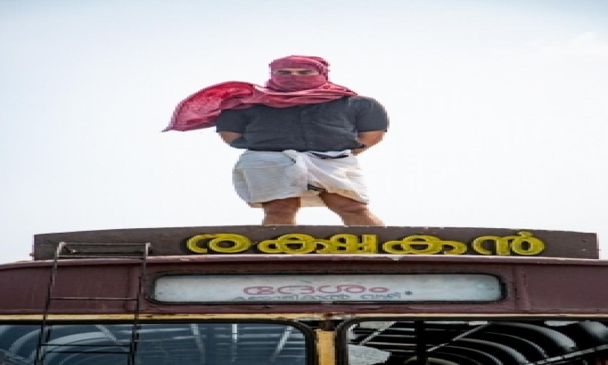 Malayalam Superhero Film 'minnal Murali' To Release On Dec 25-TeluguStop.com