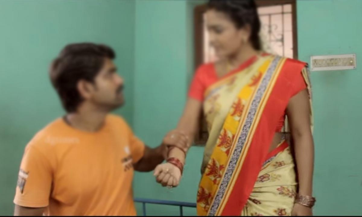 Married Women Planned To Kill Her Boyfriend For Illegal Affair-సిక్స్ ప్యాక్ బాడీ చూపిస్తూ పెళ్ళైన ఆంటీ ని పడేసిన యువకుడు… చివరికి ఆంటీ తో….-Latest News - Telugu-Telugu Tollywood Photo Image-TeluguStop.com