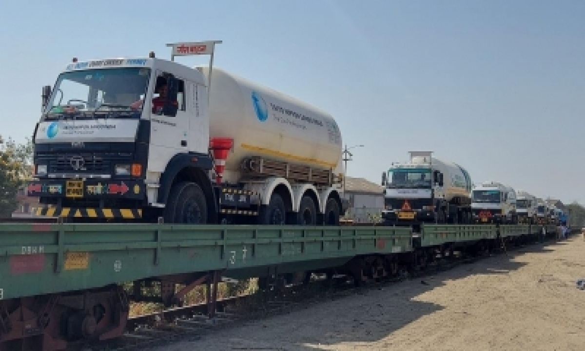 More Oxygen Express Trains On Way To Haryana, MP, UP, Telangana-General-English-Telugu Tollywood Photo Image-TeluguStop.com
