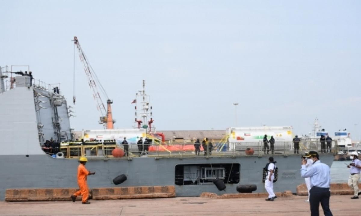 Naval Ship Brings Oxygen To Mangaluru Port From Kuwait-TeluguStop.com