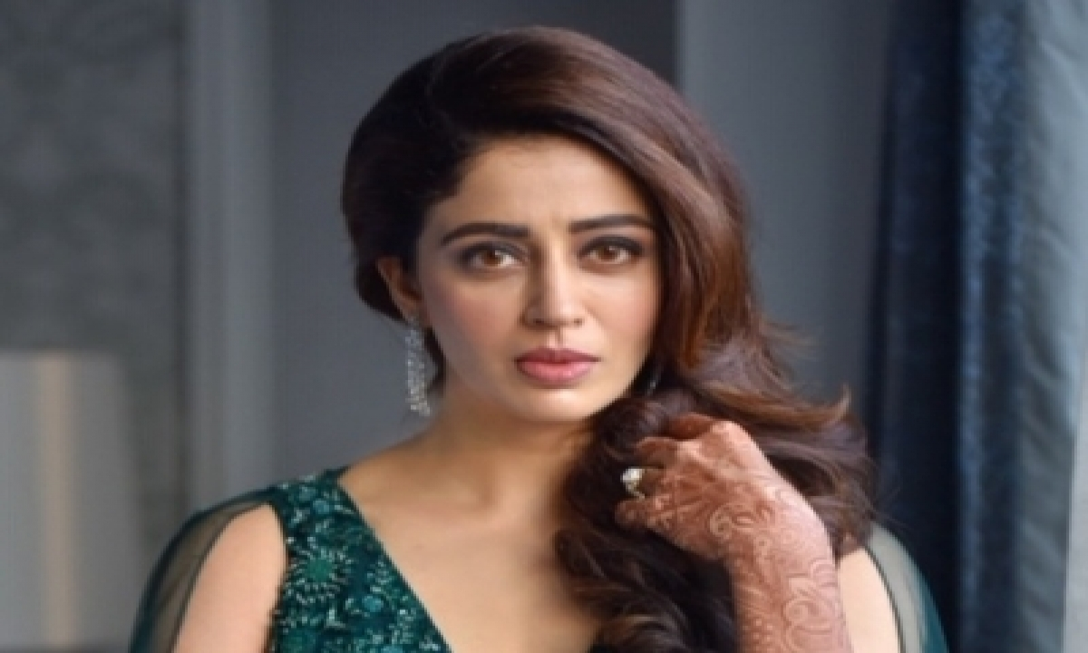 TeluguStop.com - Nehha Pendse On Replacing Saumya Tandon In 'bhabiji Ghar Par Hain!'