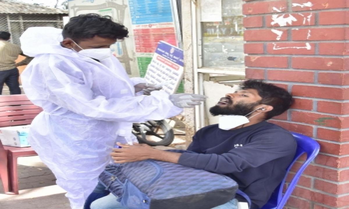 New Covid Cases Cross 10k Mark In Karnataka-TeluguStop.com