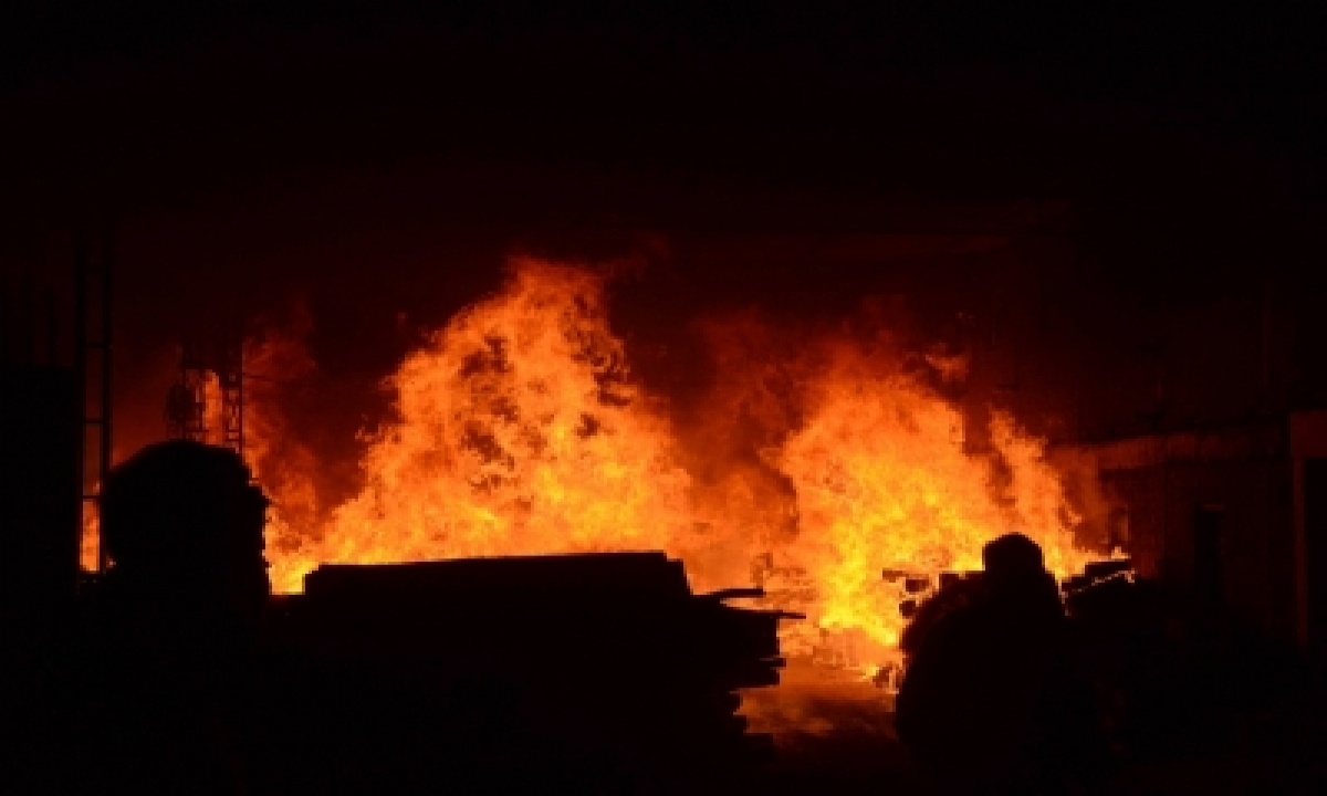 Nine Killed In Gelatin Stick Explosion In Andhra-TeluguStop.com