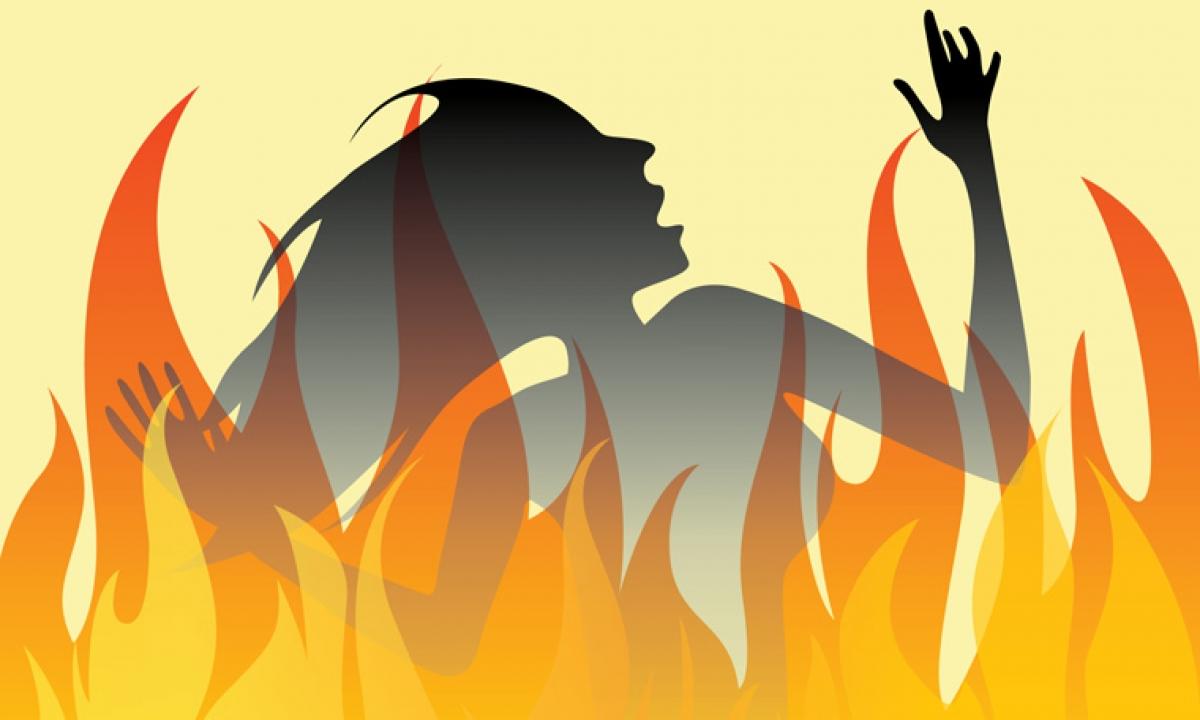 Old Woman Was Burned-చలిపెట్టిన కుంపటి.. నిండుప్రాణం బలి.. -Breaking/Featured News Slide-Telugu Tollywood Photo Image-TeluguStop.com