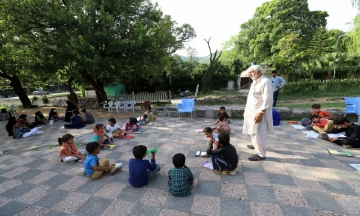 Pakistan Keeps Most Schools Shut-TeluguStop.com