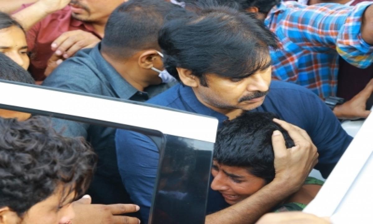 Pawan Kalyan Calls Up Family Of Hyderabad Rape, Murder Victim-TeluguStop.com
