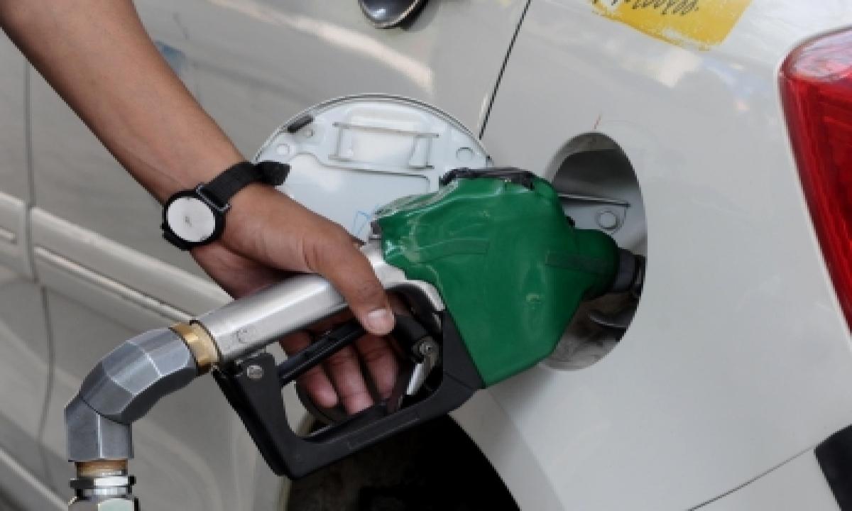 Petrol Price Goes Past Rs 100 In Hyd-TeluguStop.com