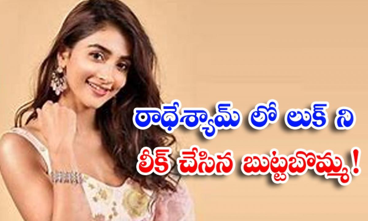 Tollywood Star Heroine Pooja Hegde Reveals Her Look From Radheshyam Movie Wishing Director Radhakrishna In Instagram-రాధేశ్యామ్ లో లుక్ ని లీక్ చేసిన బుట్టబొమ్మ-Latest News - Telugu-Telugu Tollywood Photo Image-TeluguStop.com