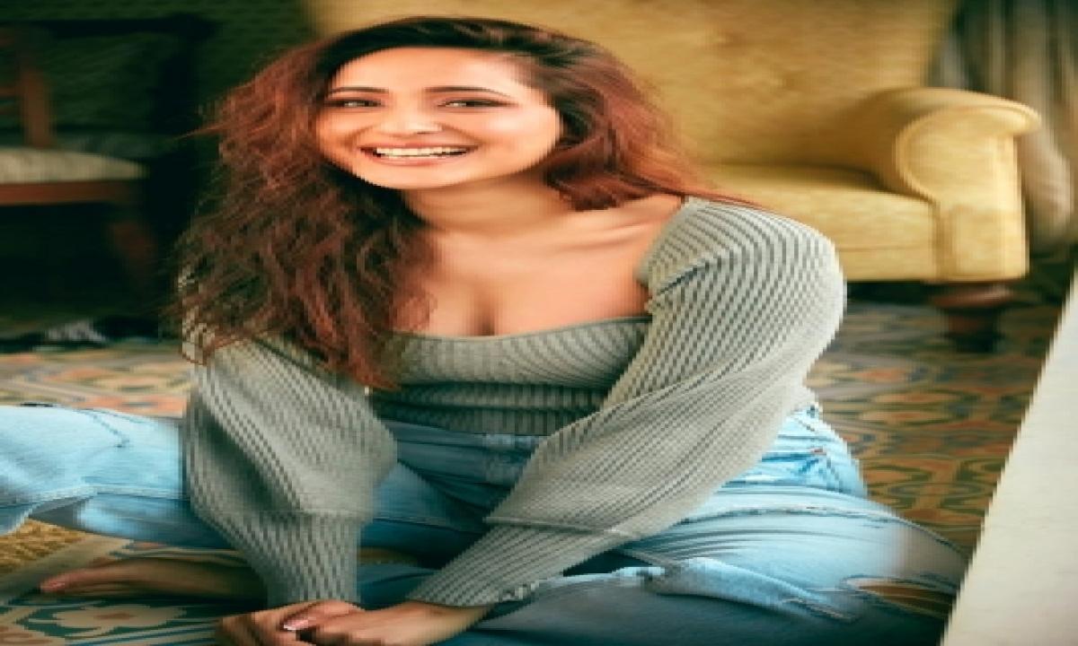 Pragya Jaiswal Opens Up On Her New Look In Telugu Film 'akhanda'-TeluguStop.com