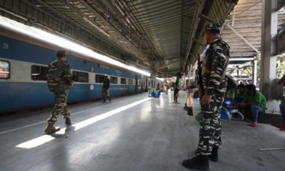 Railways Ferries 32 Lakh Passengers In One Week-TeluguStop.com