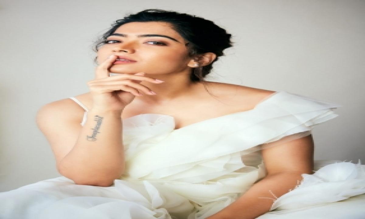 Rashmika Mandanna Moves Into New House In Mumbai-TeluguStop.com