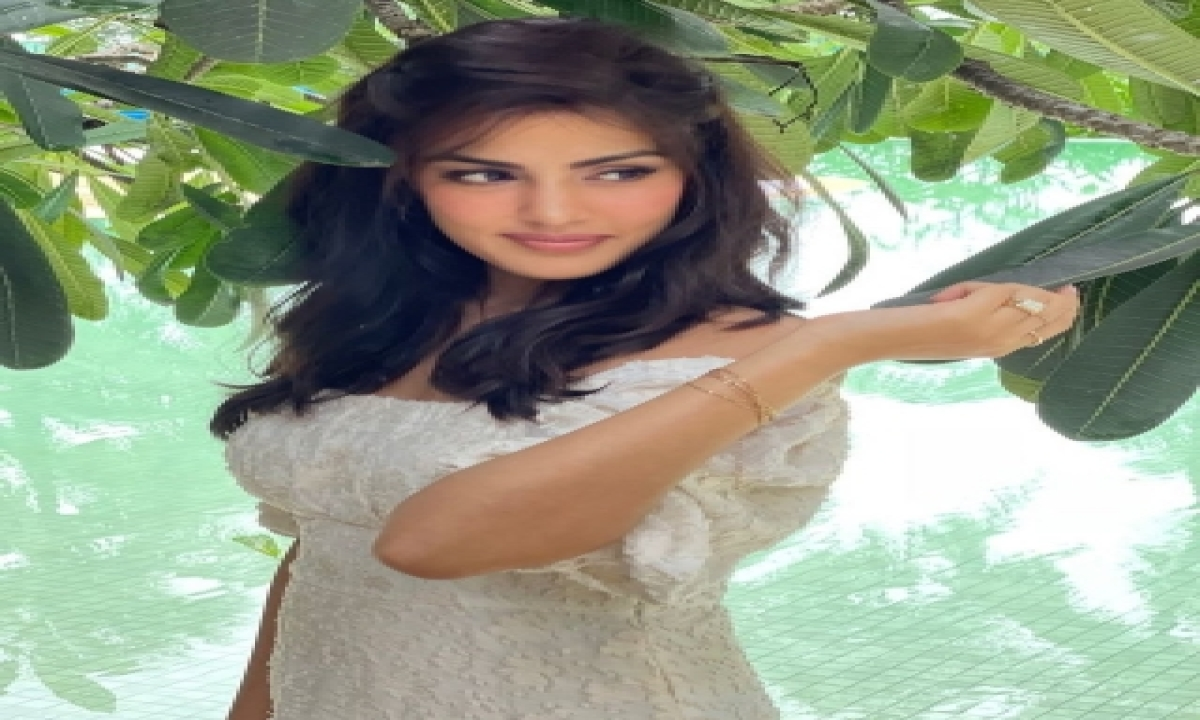 Rhea Chakraborty Posts Cryptic Message Amid Aryan Khan's Drug Case – Mumbai Bollywood Hindhi Movie News CinemaShowbiz,Bollywood-Bollywood News-Telugu Tollywood Photo Image-TeluguStop.com