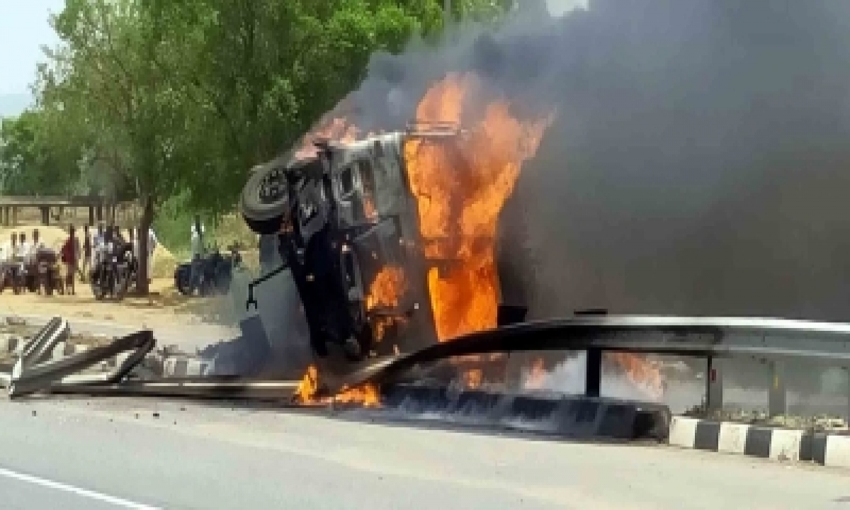 Road Mishap Triggers Outrage In Bihar's Bhojpur-TeluguStop.com