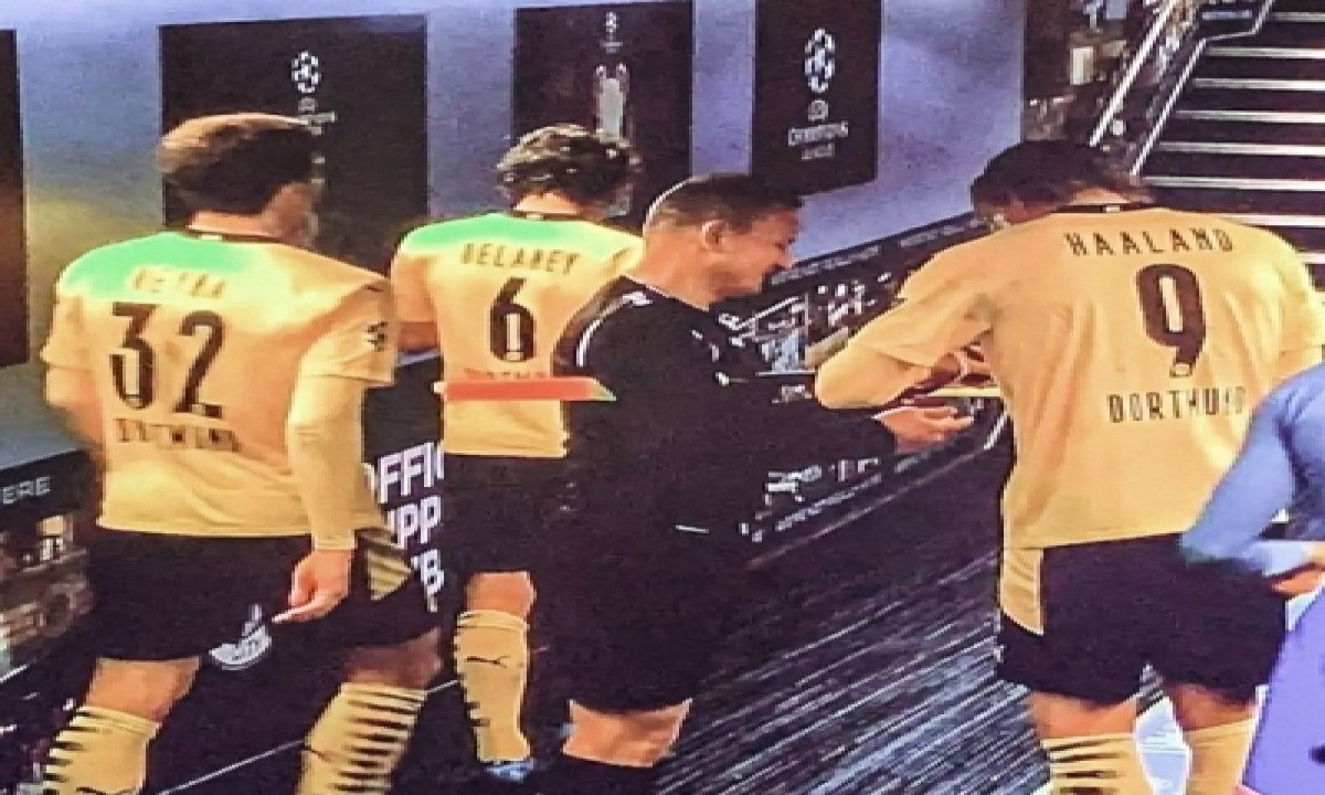 Romanian Referee Seeks Autographs For Charity-TeluguStop.com