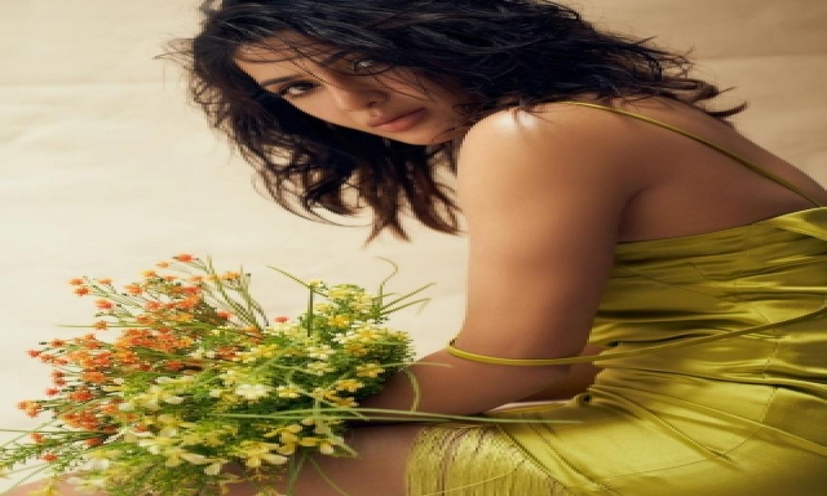 Samantha Akkineni Dazzles In Shimmery Gold Fringed Dress-TeluguStop.com