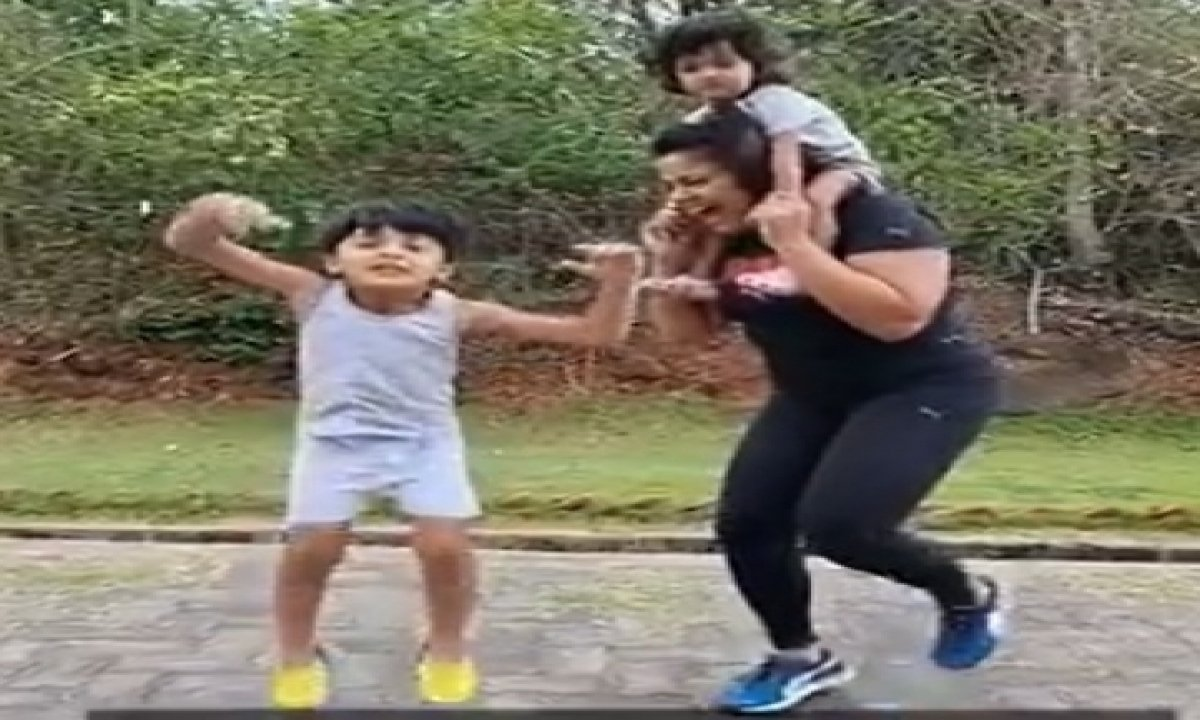 Sameera Reddy Posts Fitness Video For Fans-TeluguStop.com