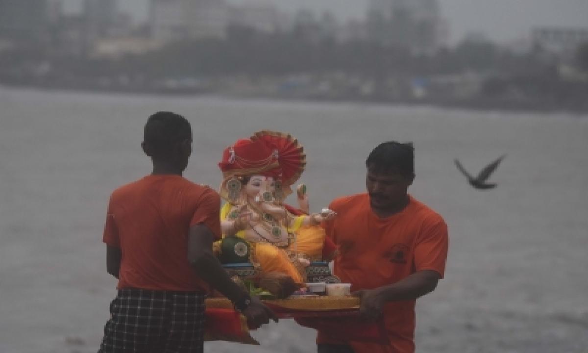 Sc Allows Symbolic Immersion Of Ganesh Idols In Hyd's Hussain Sagar Lake-TeluguStop.com
