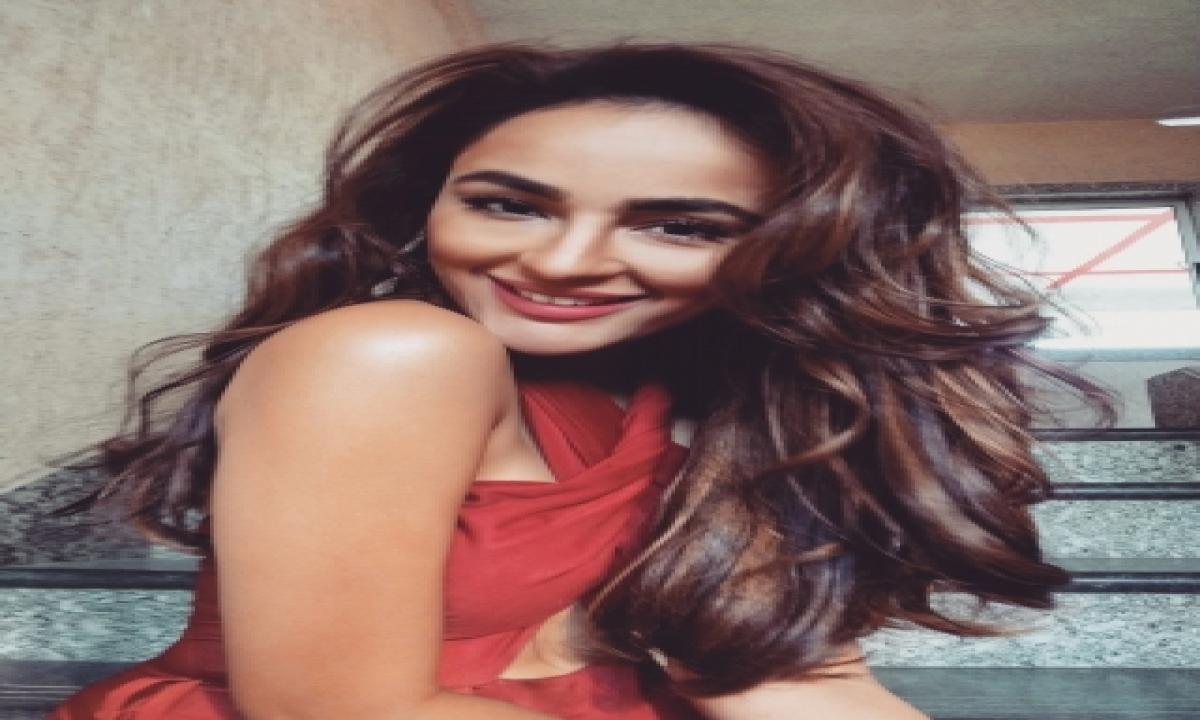 Seerat Kapoor Wants To Explore Roles Across Genres-TeluguStop.com