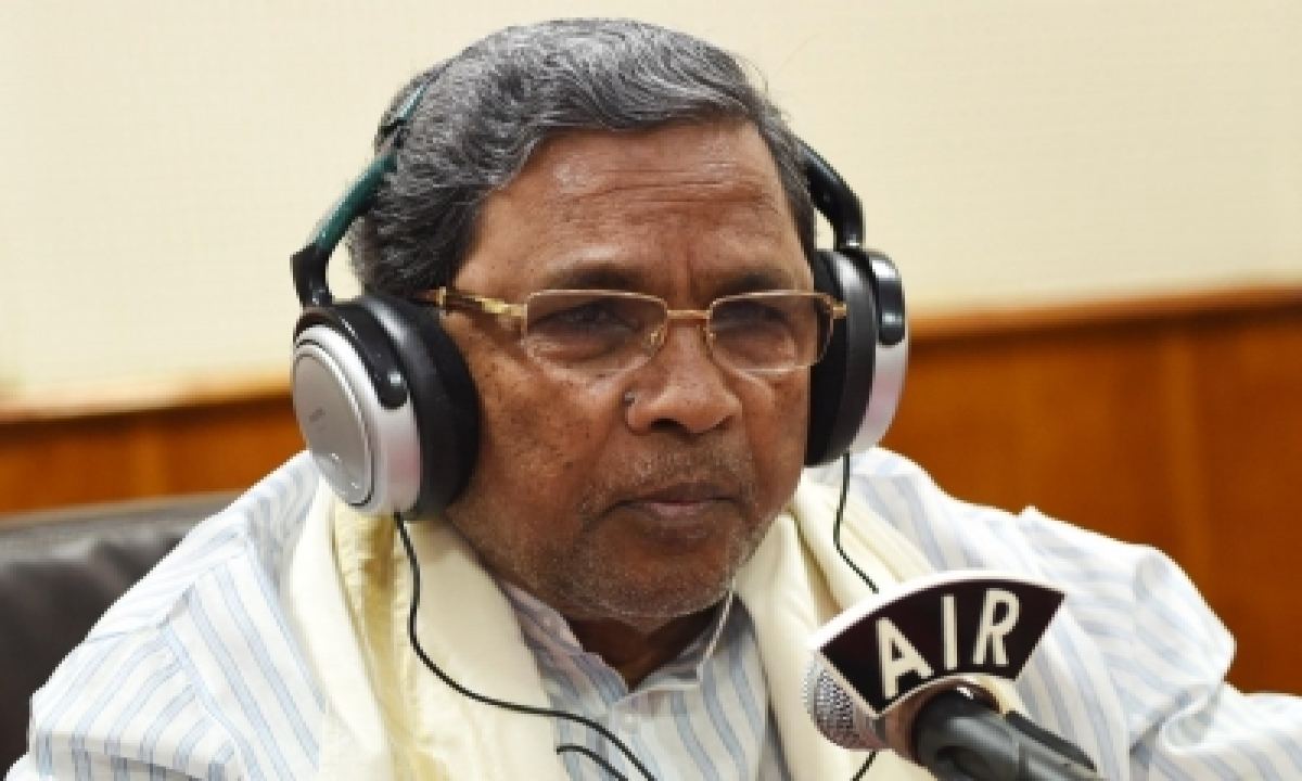 Siddaramaiah Cracks Joke After 'wardrobe Malfunction' In Assembly-TeluguStop.com
