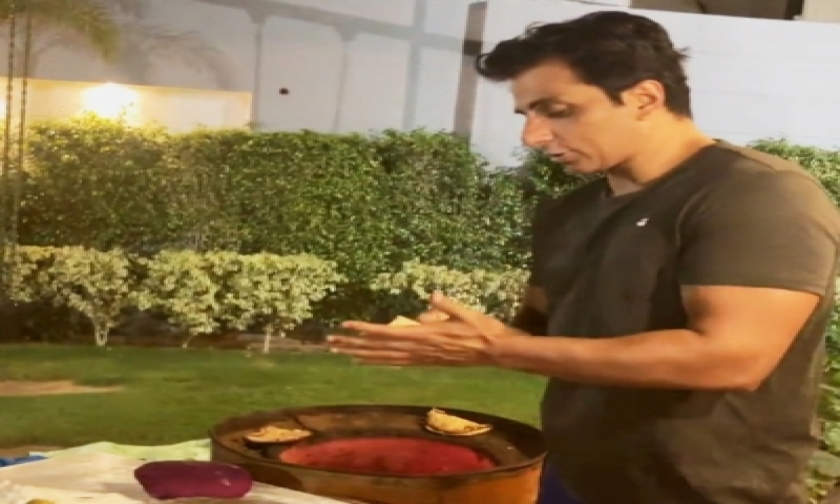 Sonu Sood: Small Businesses Are The Basic Backbone Of Our Country-TeluguStop.com