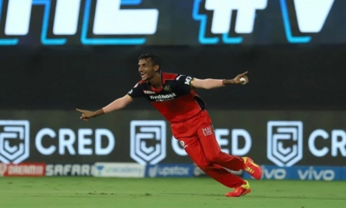 Spinner Ahmed Unlikely Hero In Rcb's 6-run Win Over Srh-TeluguStop.com