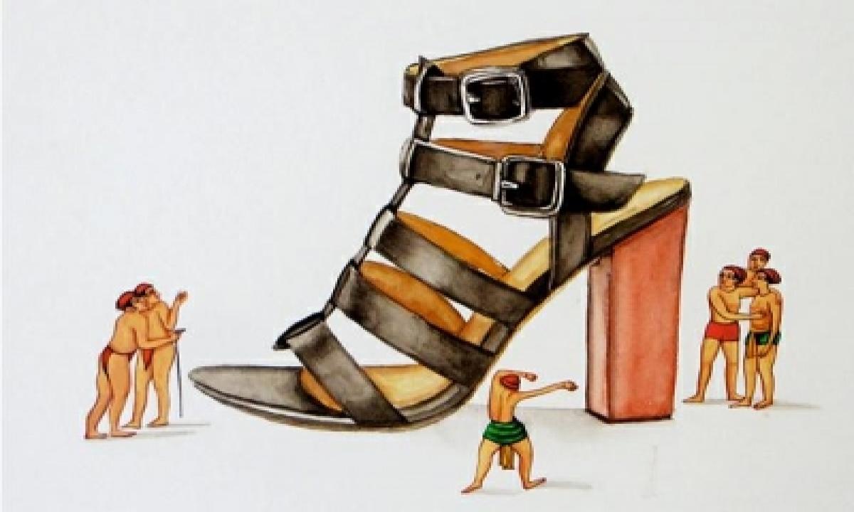 Stilettos, Miniature Figures Come Alive In This Unique Art Exhibition-TeluguStop.com