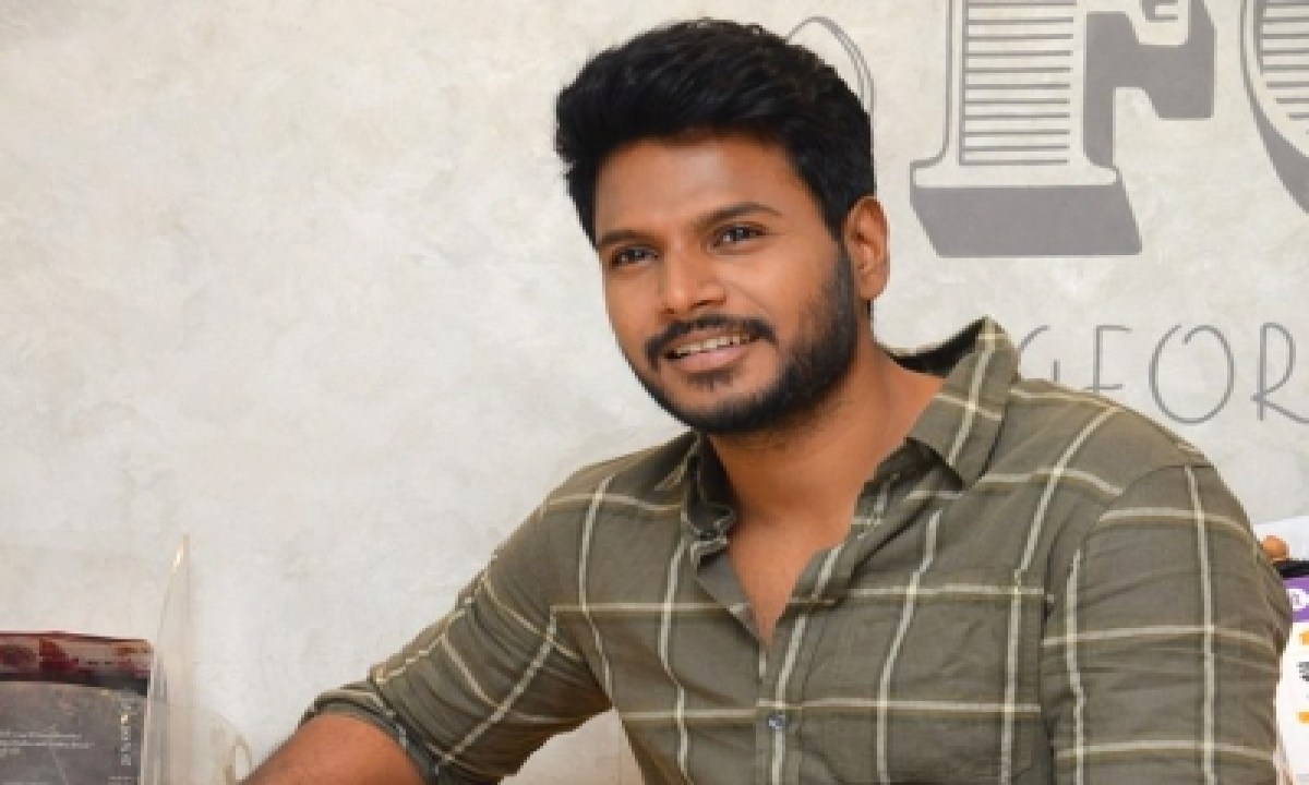 Sundeep Kishan Recalls Hilarious Moment When He Punched Co-star Neha-TeluguStop.com