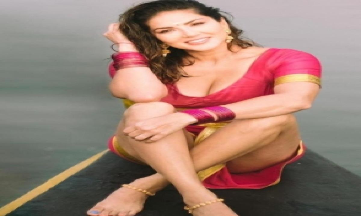 Sunny Leone Heads To Kerala To Begin Shoot Of 'shero'-TeluguStop.com