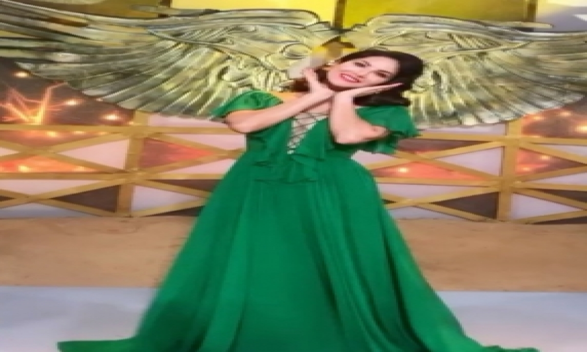 Sunny Leone Is In The Mood To Play Peekaboo-TeluguStop.com