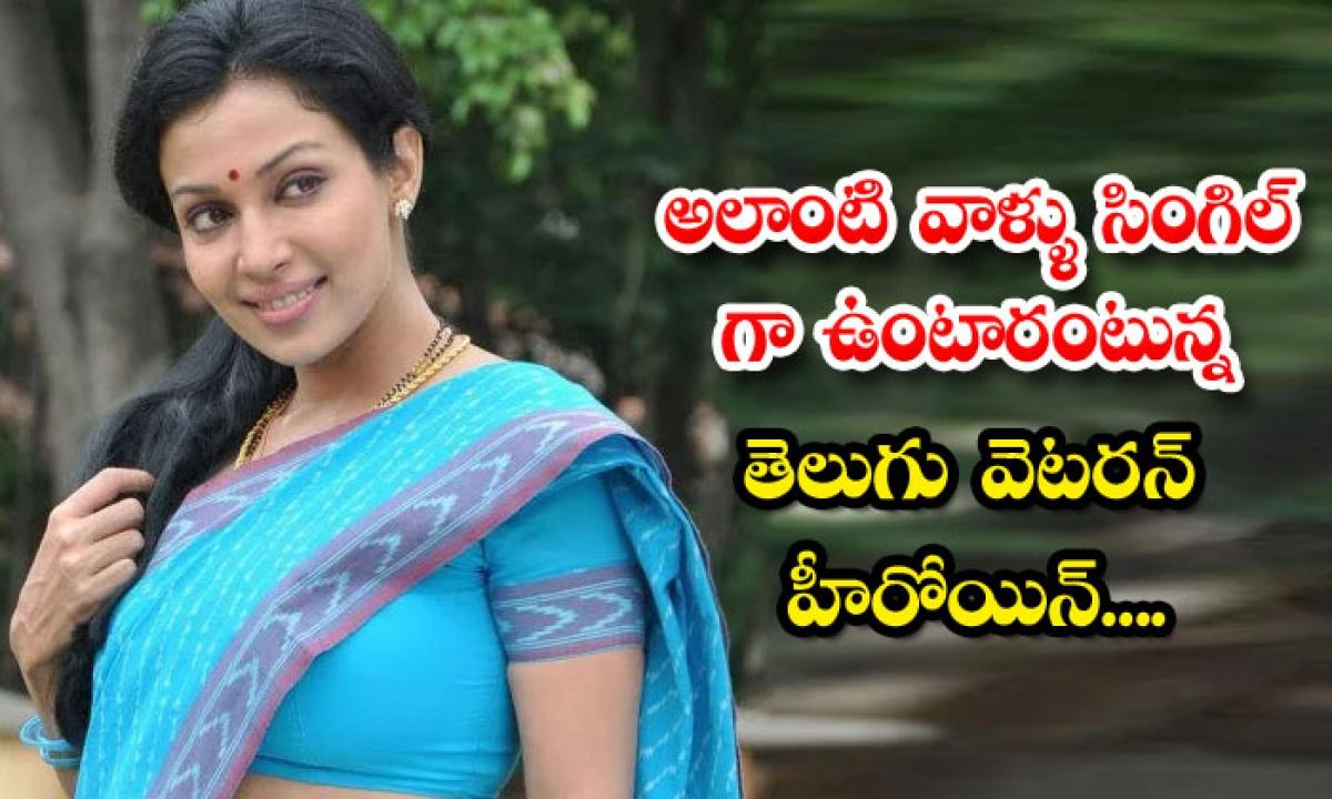 Telugu Actress Flora Saini Sharing Quotation Viral In Social Media-అలాంటి వాళ్ళు సింగిల్ గా ఉంటారంటున్న తెలుగు వెటరన్ హీరోయిన్…-Latest News - Telugu-Telugu Tollywood Photo Image-TeluguStop.com