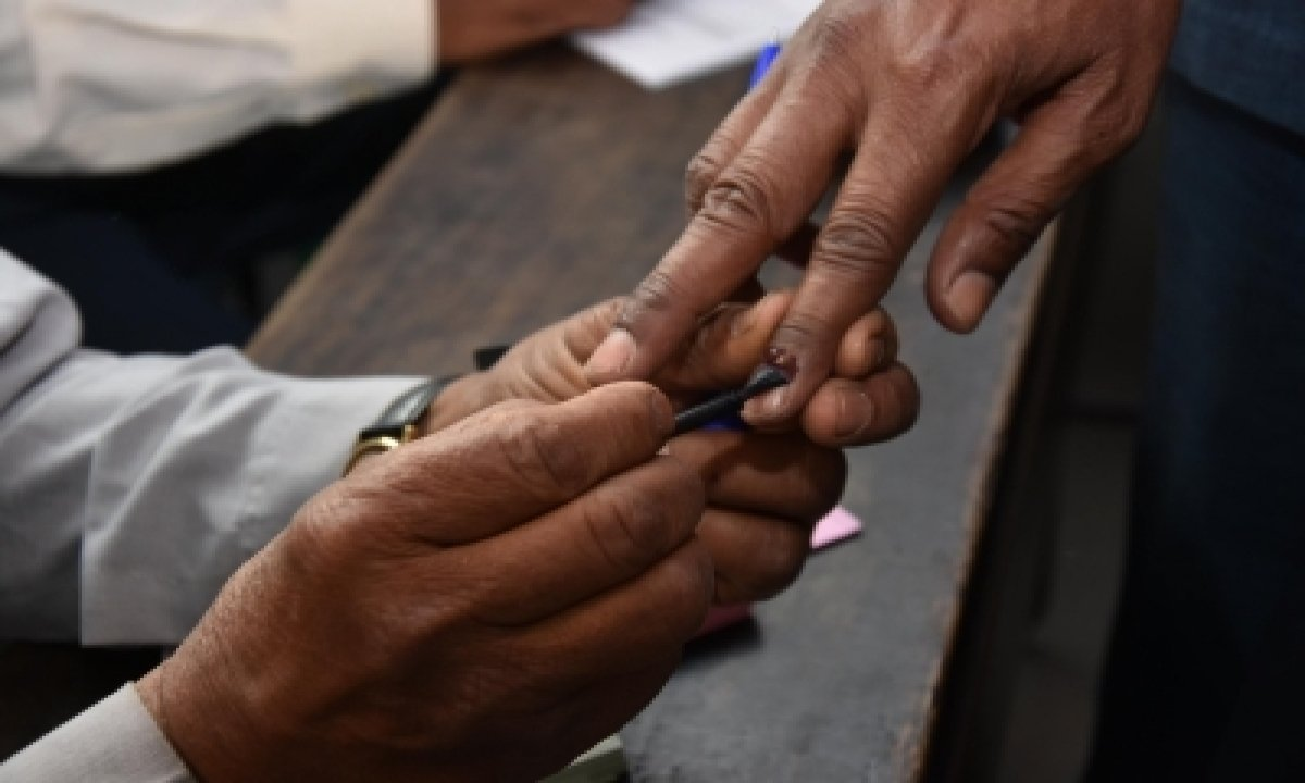 Tension, Clashes During School Panel Elections In Andhra-TeluguStop.com