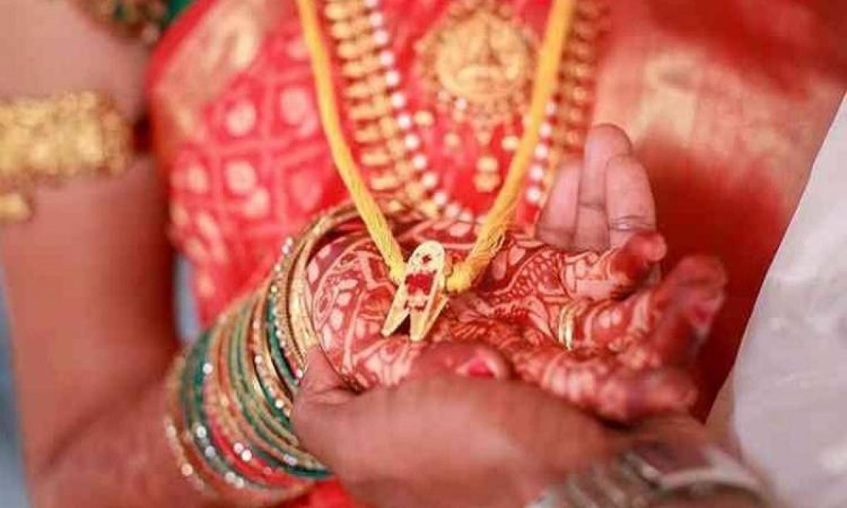 Husband Kills Wife-భార్యను పసుపు తాడుతో చంపిన భర్త..-Telugu Crime News(క్రైమ్ వార్తలు)-Telugu Tollywood Photo Image-TeluguStop.com