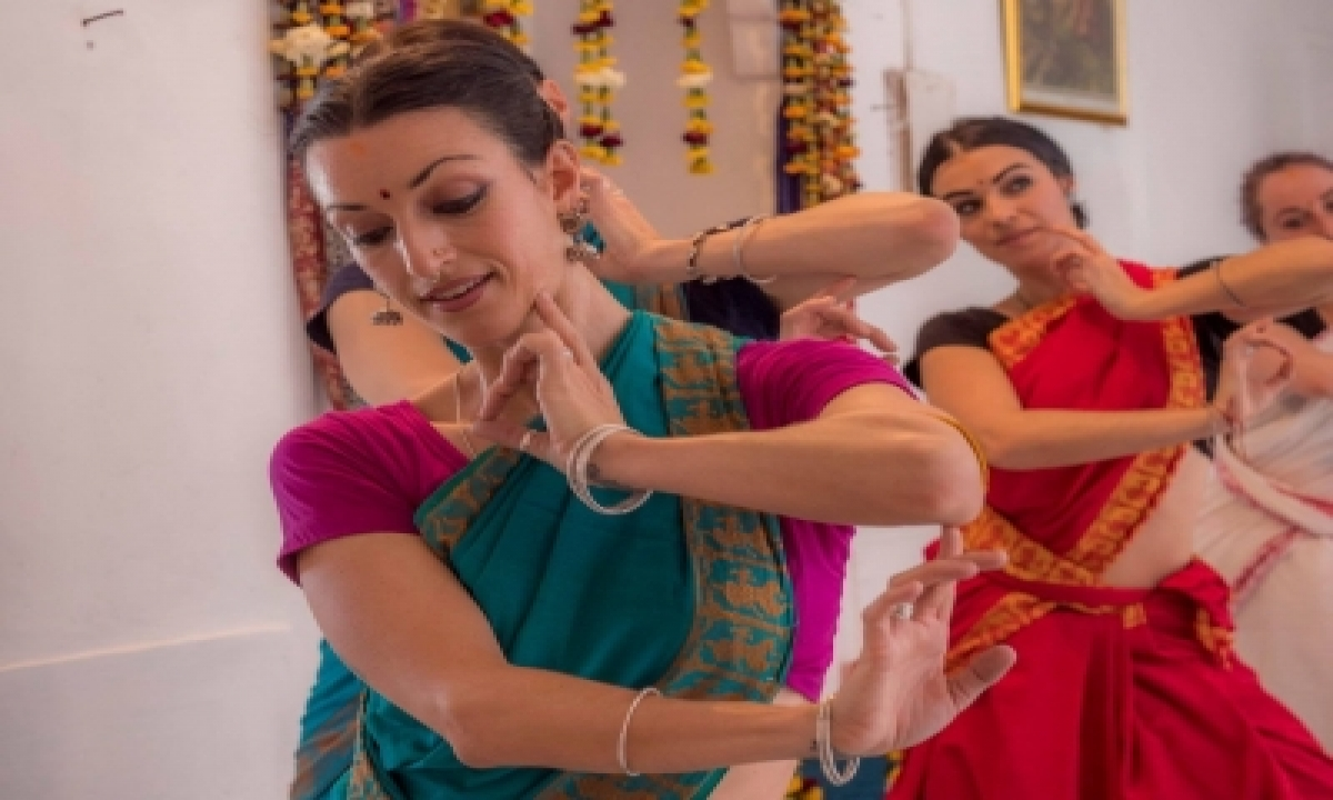 The Girl Who Made India Her Home, A Temple Her School To Put Odissi Dance On Global Map!-TeluguStop.com