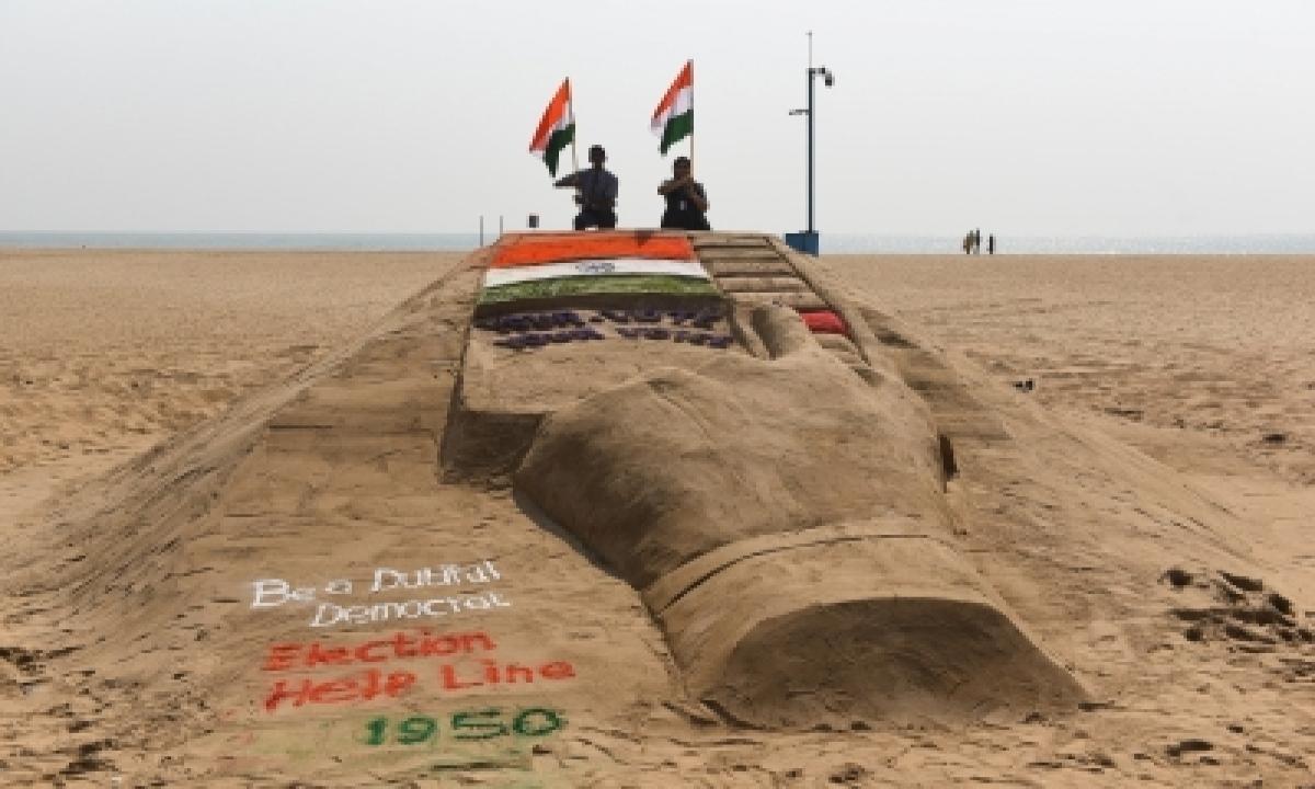 Tn Students Through Sand Art Urge People To Vote-TeluguStop.com
