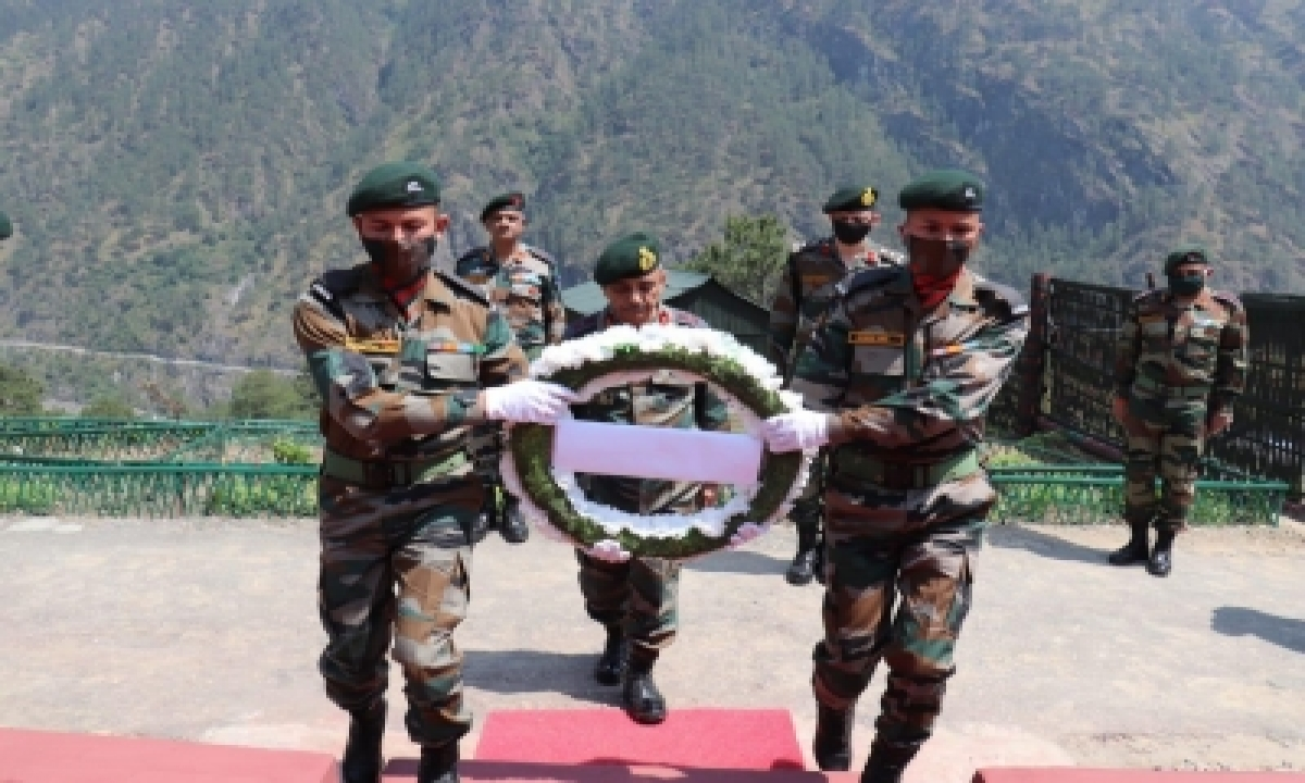 Top Army Officer Visits Forward Locations In Arunachal-TeluguStop.com