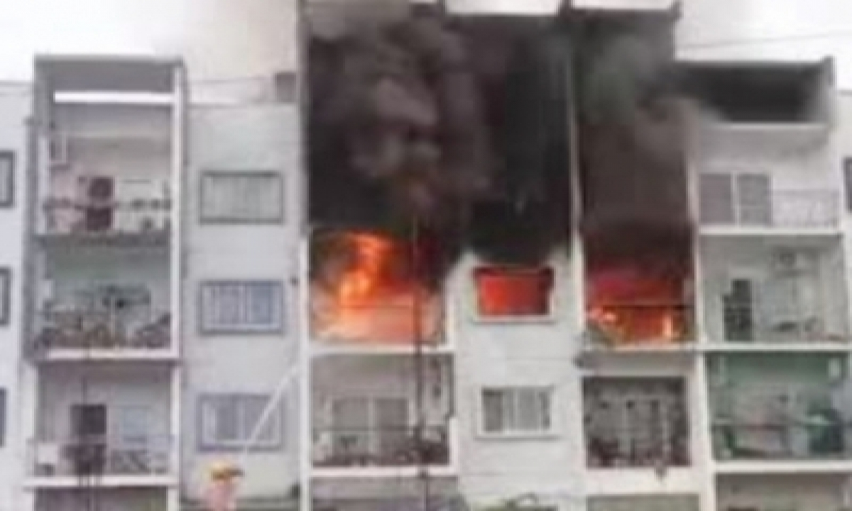 Two Die, 5 Seriously Injured In Bengaluru Apartment Complex Fire-Crime News English-Telugu Tollywood Photo Image-TeluguStop.com
