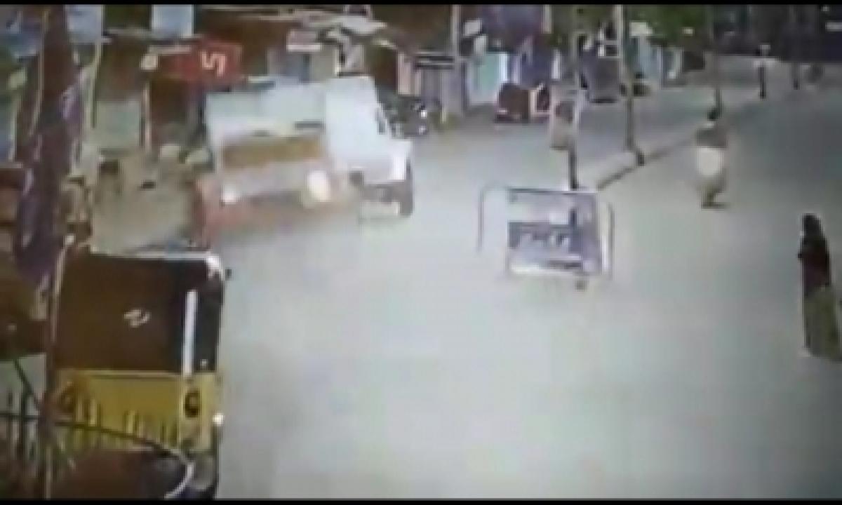 Two Killed As Pickup Truck Runs Amok In Telangana-TeluguStop.com