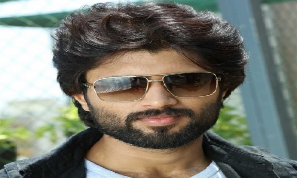 Vijay Deverakonda Teases Fans: 'just Me In A Tank Top'-TeluguStop.com