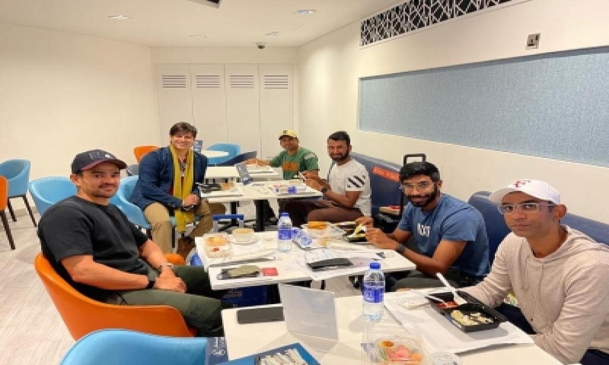 Vivek Oberoi's Breakfast With 'champions' Cheteshwar Pujara And Jasprit Bumrah-TeluguStop.com