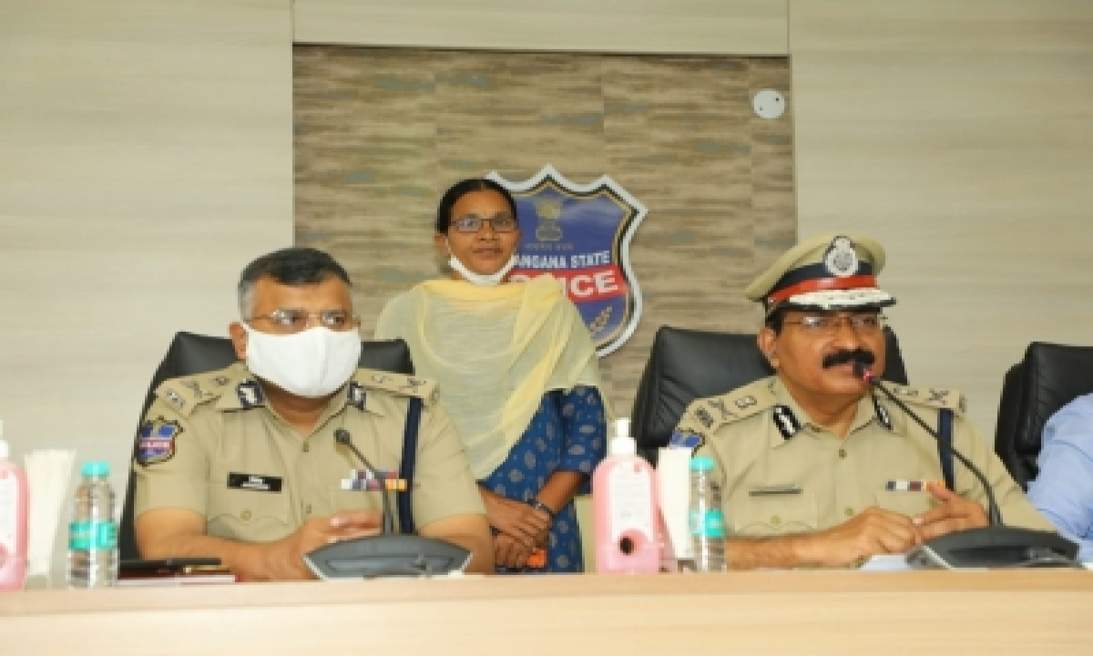 Woman Maoist Leader Surrenders Before Telangana DGP-General-English-Telugu Tollywood Photo Image-TeluguStop.com