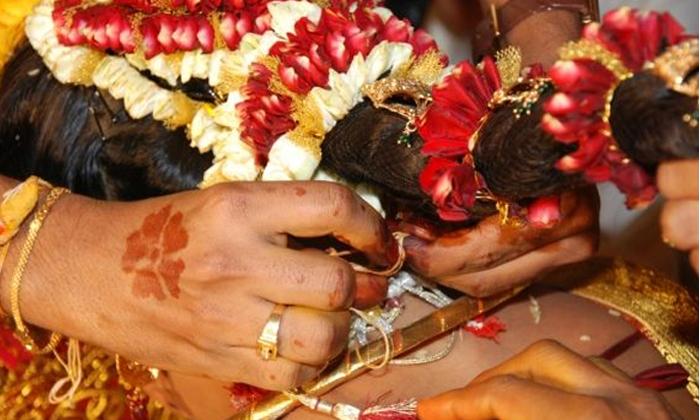 Importance Of Mangalya Dharana-మాంగళ్య ధారణ చేసినప్పుడు మూడు ముళ్ళు ఎందుకు వేస్తారు-Telugu Bhakthi-Telugu Tollywood Photo Image-TeluguStop.com