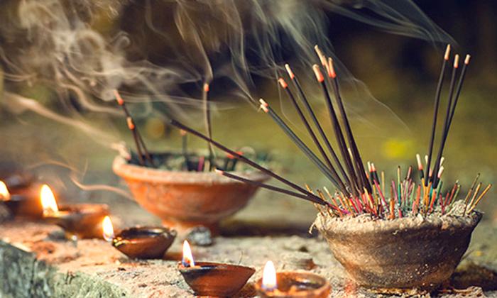 Agarbatti Smoke Is Injurious To Health-ఇంట్లో ప్రతి రోజు అగరుబత్తిని వెలిగిస్తున్నారా.. అయితే ఇది మీకోసమే, తప్పకుండా చూపించండి, లేదంటే మీకే నష్టం-General-Telugu-Telugu Tollywood Photo Image-TeluguStop.com