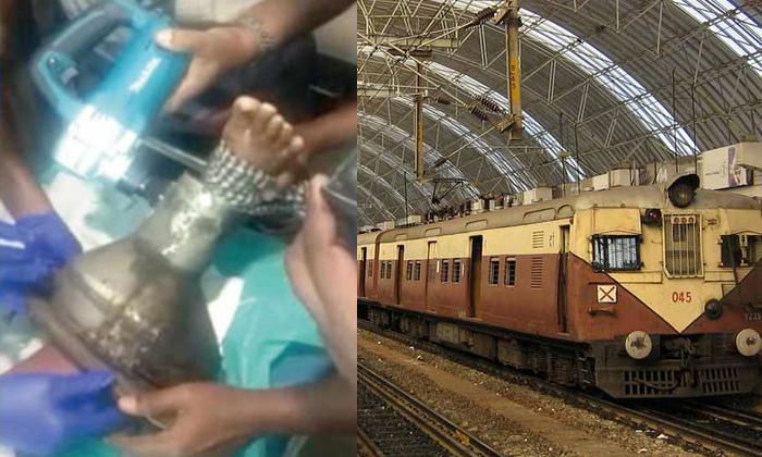 Leg Stuck In Train In Chennai-ట్రైన్ టాయిలెట్ టబ్ లో కాలు ఇరికింది… గంట సేపు నరకయాతన, చివరకు ఏమైందంటే-General-Telugu-Telugu Tollywood Photo Image-TeluguStop.com