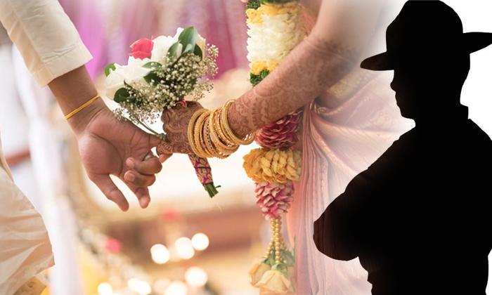 Newly Married Constable Wrote 10 Days Leave Letter Goes Viral-మొన్ననే పెళ్లి అయ్యింది, ఆగలేక పోతున్నా, పది రోజులు సెలవు కావాలి.. కానిస్టేబుల్ సెలవు దరకాస్తు-General-Telugu-Telugu Tollywood Photo Image-TeluguStop.com