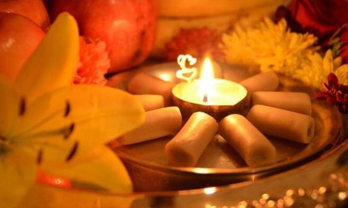 Which Lamp Is Preferred During Pooja-దీపారాధన లో ఏ నూనె లేదా నెయ్యి ఉపయోగించాలి-Devotional-Telugu Tollywood Photo Image-TeluguStop.com