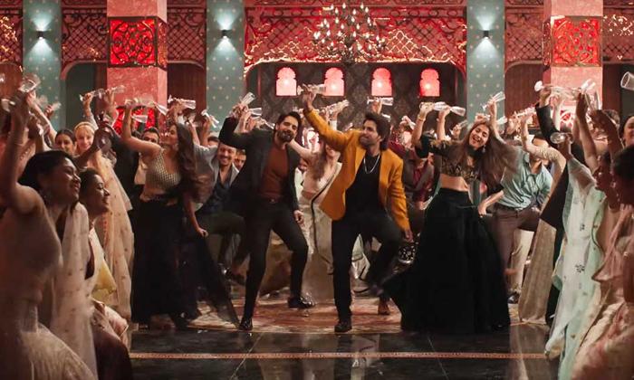 Telugu Allu Arjun Ala Vaikuntapuramlo, Anil Ravipudi And Mahesh Babu, Sarileru Nekevvaru, Super Star Mahesh Babu, Tamanna Item Song Was Cancelled In Sarileru Nekevvaru, Thaman Music Director In Ala Vaikuntapuramlo, Trivikram-